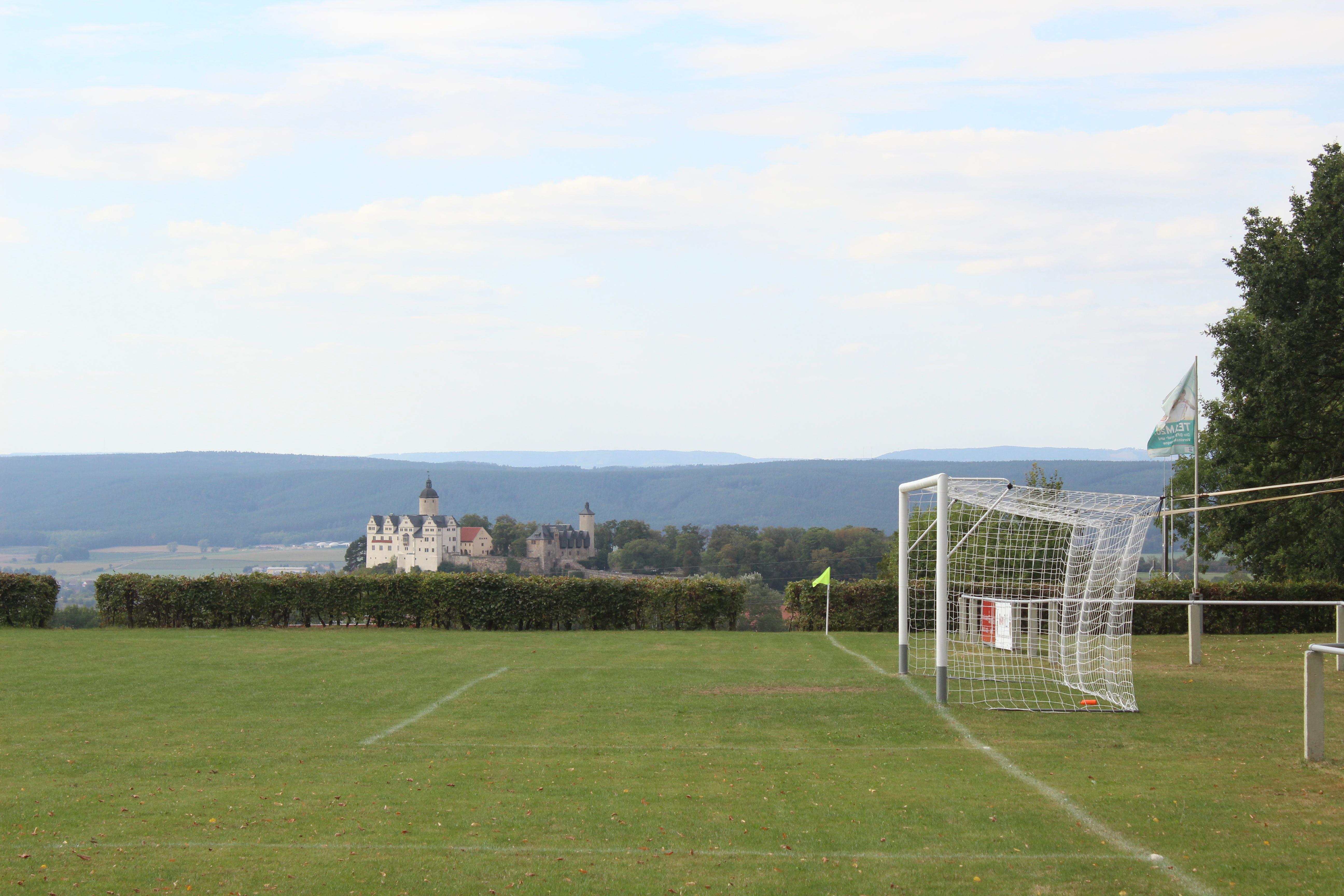 Sportplatz Ranis mit Burg